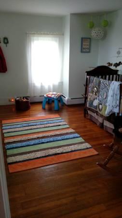 617A Fuller Rd bedroom