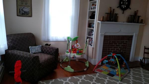 617A Fuller Rd living
